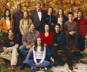 https://anovelworld.files.wordpress.com/2010/10/gilmore_girls_cast.jpg?w=300